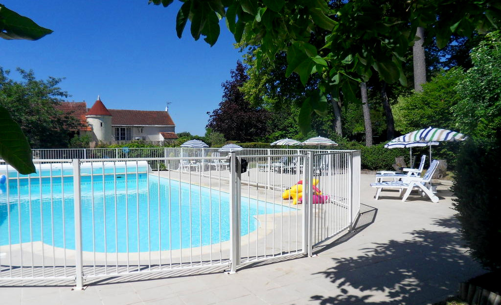 French Holiday Gites with Swimming Pool in Bagnizeau, Charente Martime, for perfect holidays in France