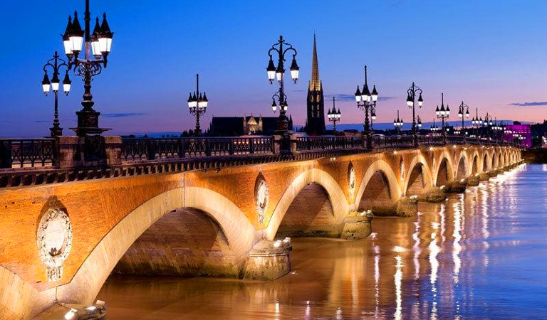 Nearby Bordeaux is a large thriving modern city providing a shopping experience