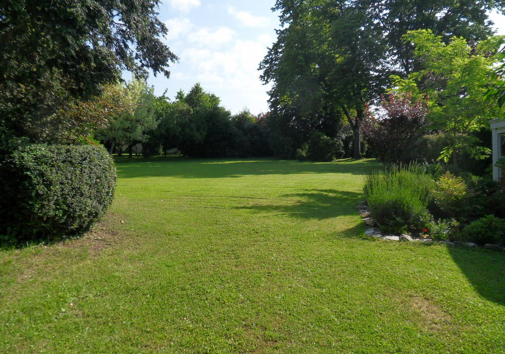 Beautiful, Spacious gardens in the grounds of Les Vieilles Ombres