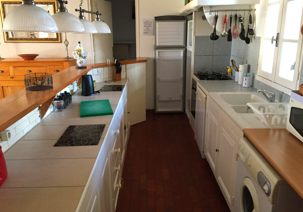 La Vigne Gallery Image / well equipped kitchen area in this holiday gite at les vieilles ombres