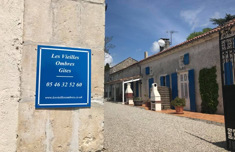 Sample French Country - Les Vieilles Ombres