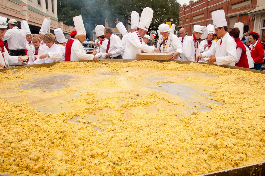 giant-omelette in France-celebrate-Easter